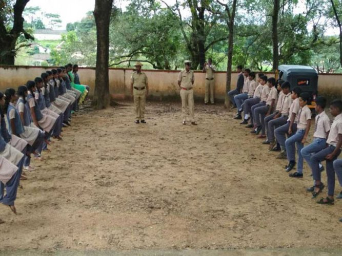 Police training for 4k students of Class 8
