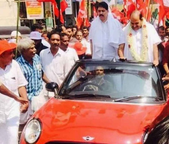 CPM secy in soup over riding car owned by smuggling suspect