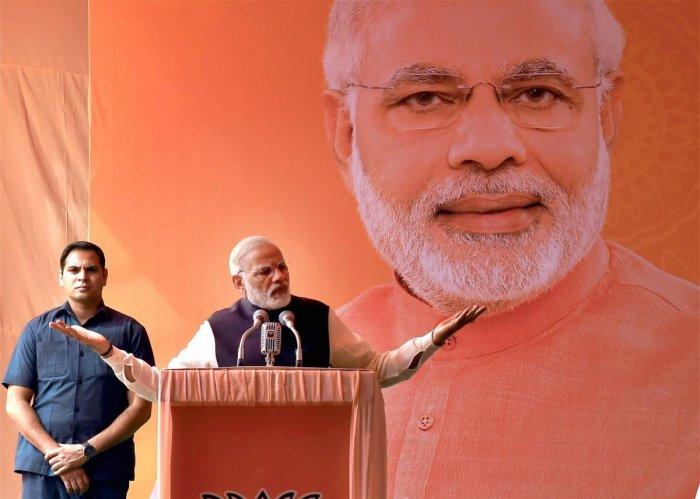 Modi tells media, debate how parties evolve leadership