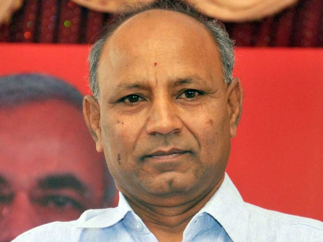 Vijayshankar quits BJP, likely to join Congress