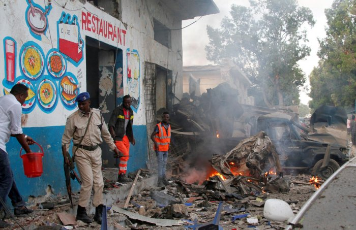 Somalia sacks security chiefs as attack toll hits 27