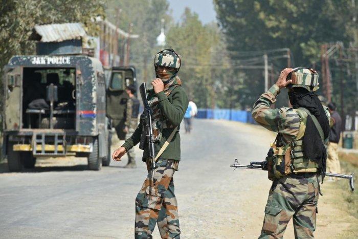 J-K: constable killed in gun battle between militants, security forces