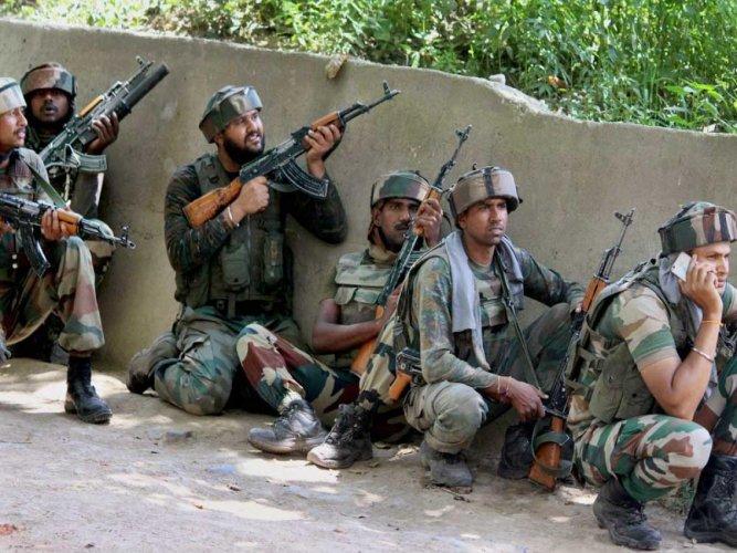 Cop killed as militants escape cordon in Kashmir