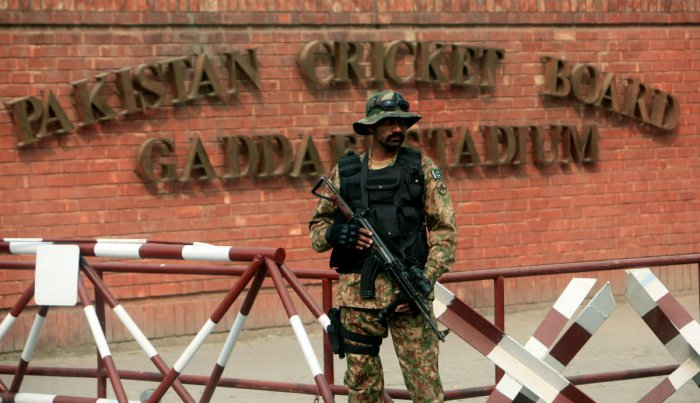 Lankans arrive in Lahore amid tight security