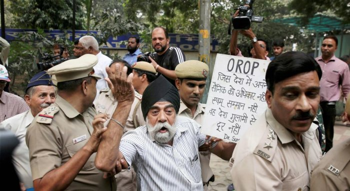 Tents used by veterans for Jantar Mantar OROP protest removed