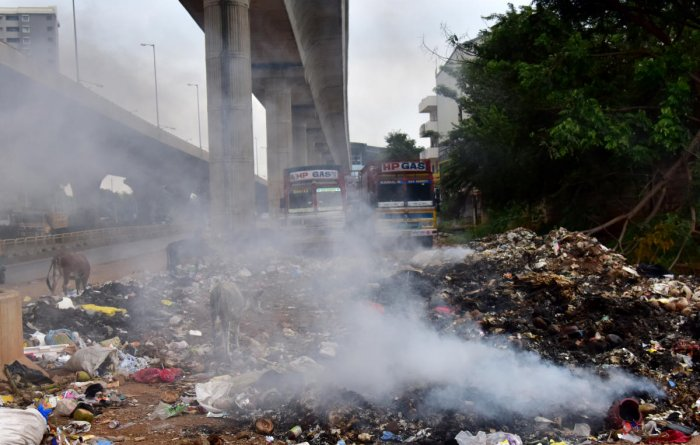 Palike garbage contractors block road, leave a stink on NH 4