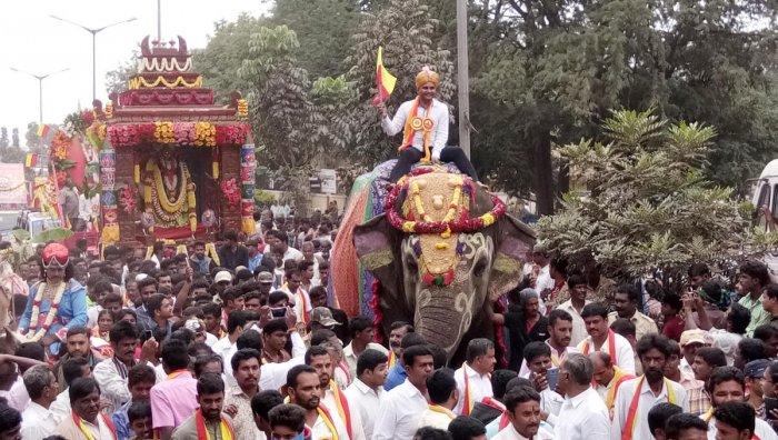 Kannada fervor pervades 2 districts on Rajyotsava Day