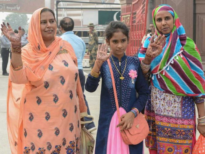 10-year-old Pak girl leaves jail for first time