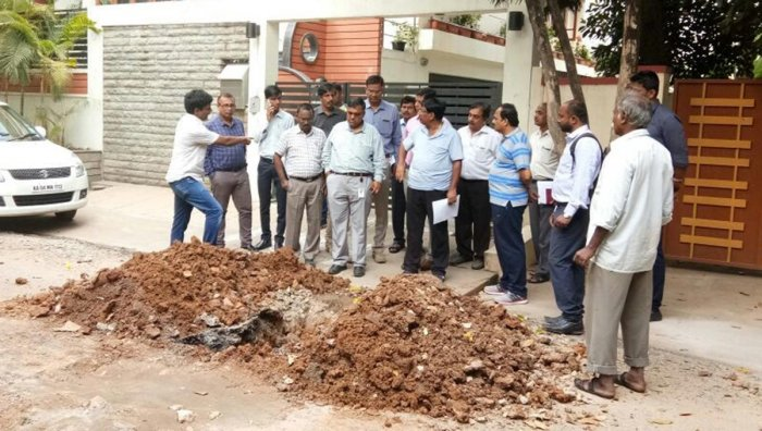 Rs 10-lakh fine for digging roads