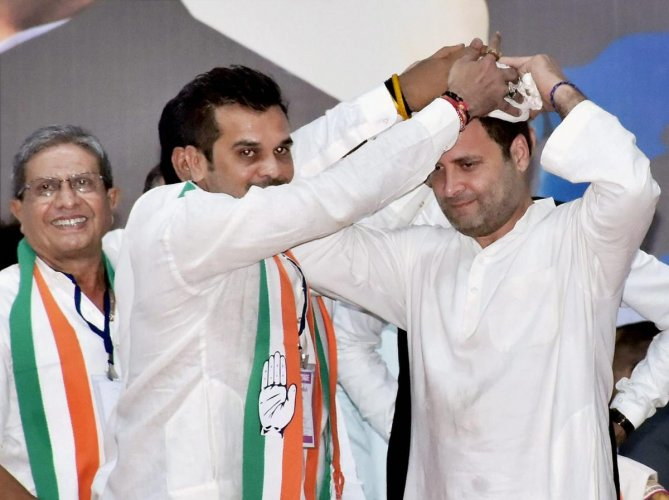 Rahul reaches out to Patels at his Surat Rally