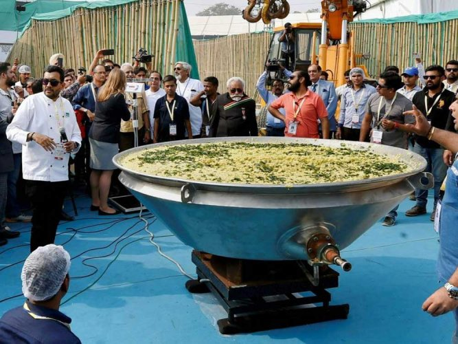 India sets Guinness world record by cooking 918 kg khichdi
