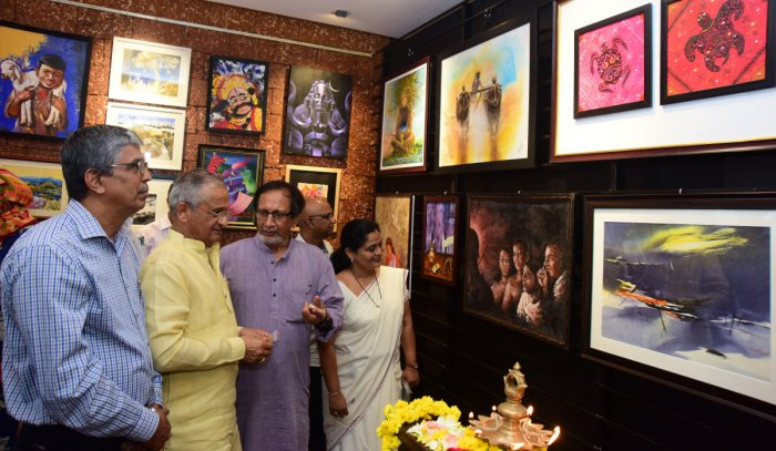Expo of 30 artists' works begins