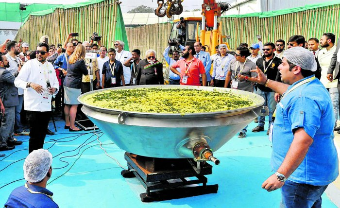 Indian chefs set world record by cooking 918 kg khichdi