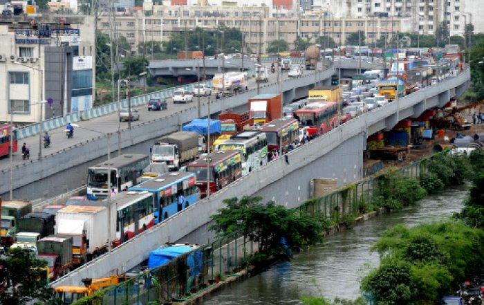 Single-occupant cars, random bus stops, congested service roads