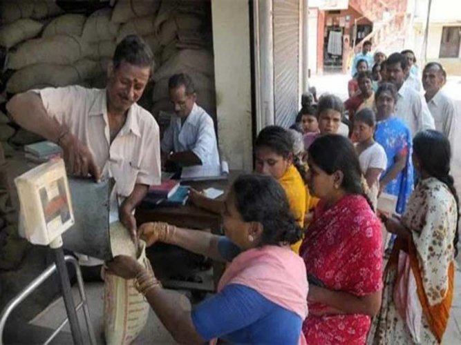 PDS shops cheating the poor under Anna Bhagya, shows NGO sting