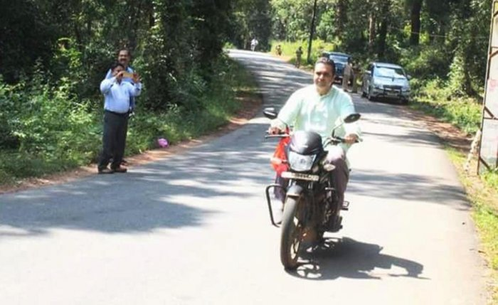 Madhwaraj pays fine for riding without helmet