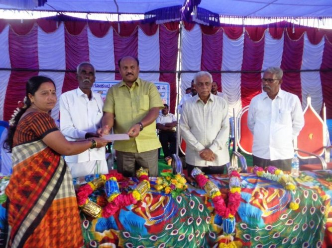 Rs 4 cr loan for 96 women's groups in Mulbagal