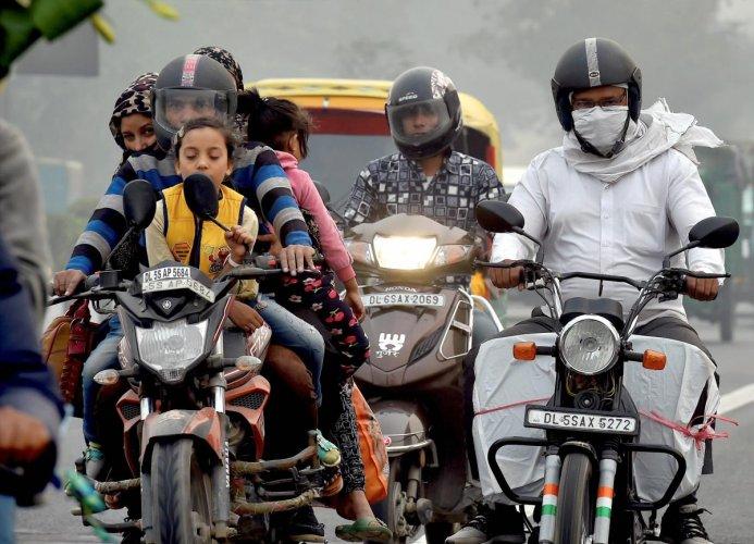 Delhi smog shortening lives, say doctors as hospitals fill up