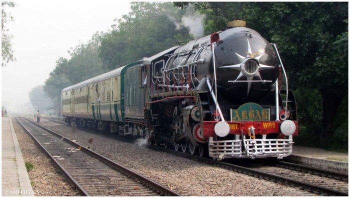 Heritage steam loco 'Akbar' derails