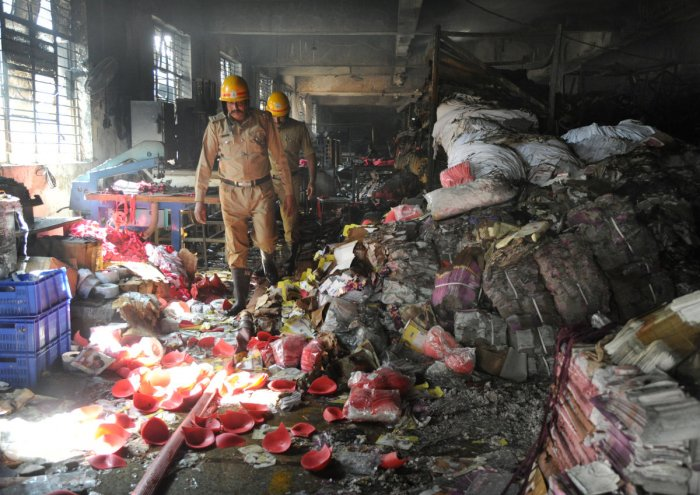 Fire at undergarment factory, 20 fire engines put out blaze