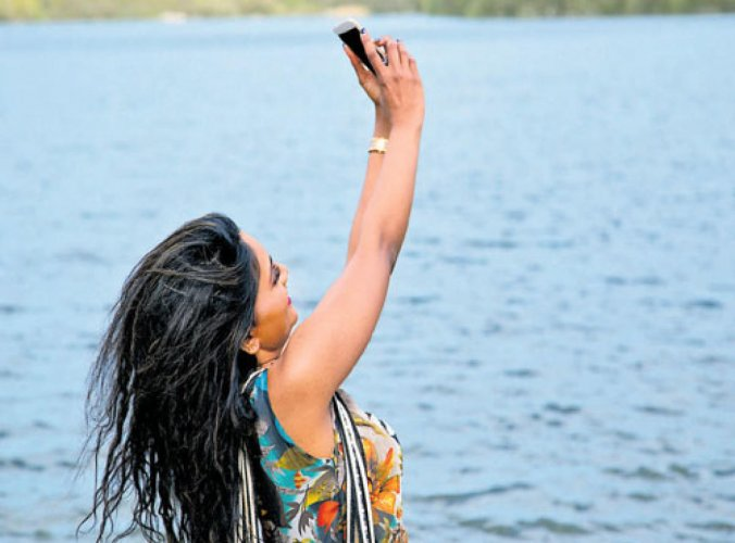 Girl drowned while taking selfie