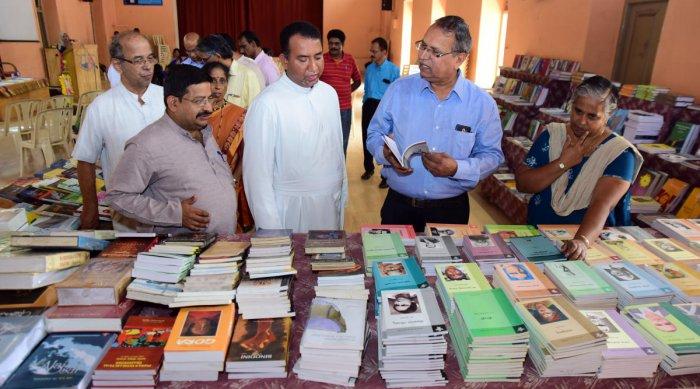 Children's literature should thrive: Vivek Rai