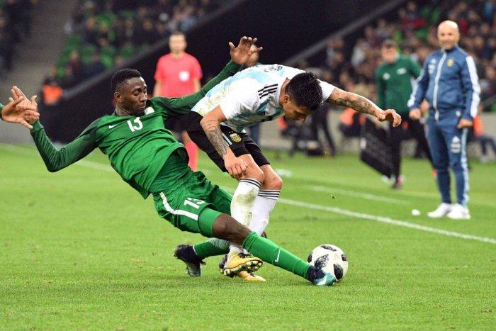 Nigeria stun Argentina while Aguero collapses