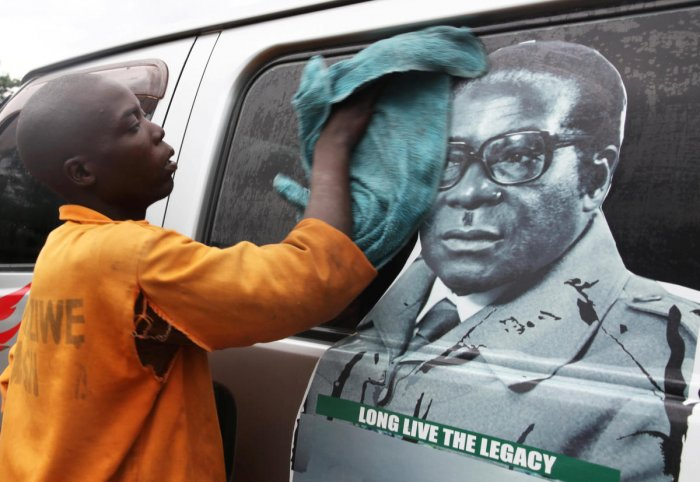 Mugabe under house arrest as military takes control