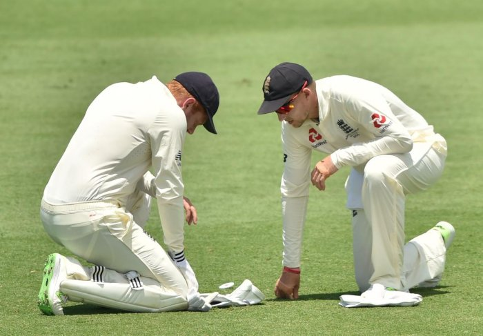 Woakes takes six; injury scare for Bairstow