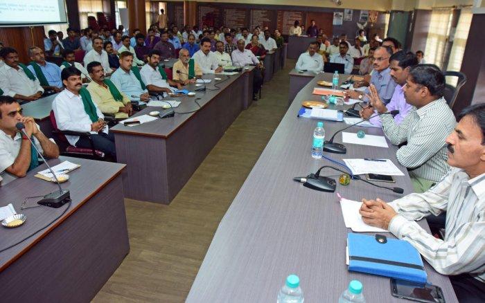 Farmers told to enrol in crop survey mobile app