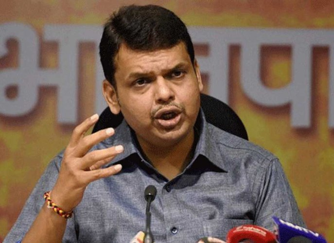 Fadnavis dedicates proposed Thackeray memorial site