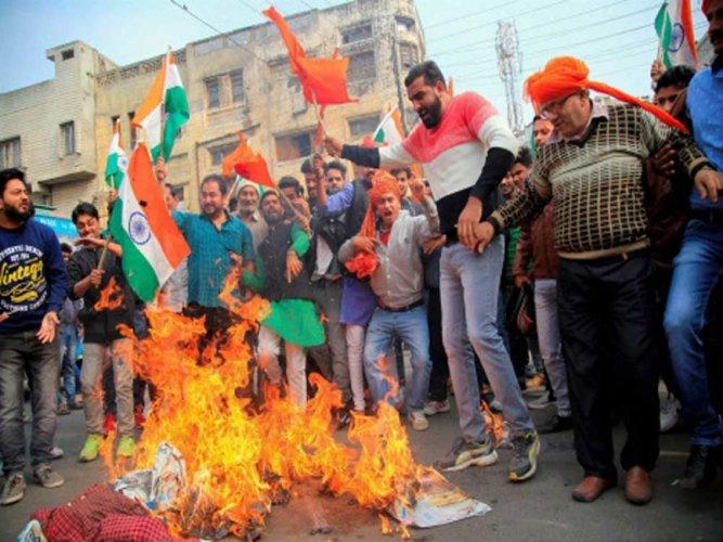 Fringe group announces Rs 1 cr for 'burning Deepika alive'