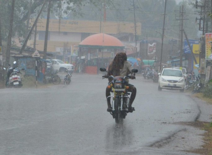After a lull, rain lashes parts of state