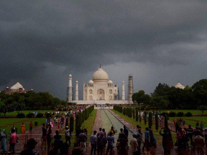 SC refuses to lift status quo on parking area near Taj Mahal