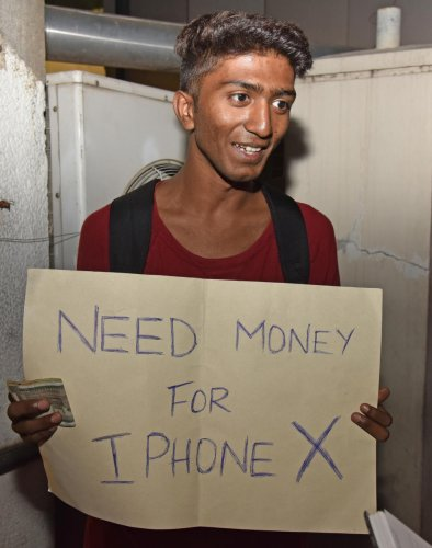 Boy on MG Rd seeks cash for iPhone, man offers 10K