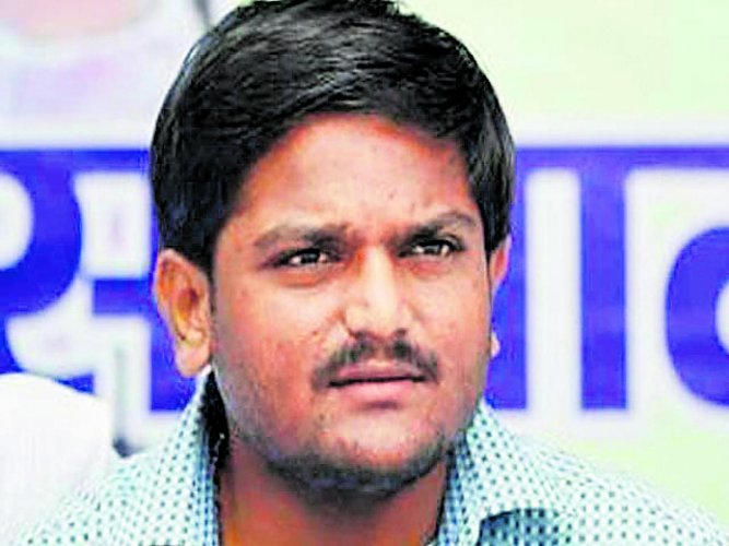 Hardik fails to declare direct support to Cong