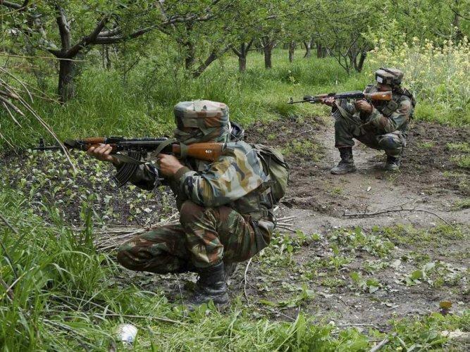 Trooper, militant killed in gunfight near LoC