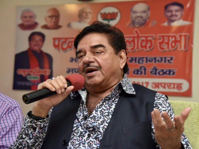 Why so quiet on 'Padmavati', Shatrughan Sinha asks PM, Irani and Bollywood
