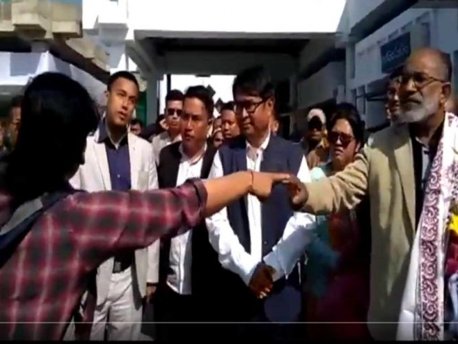 Watch: Angry women blasts Alphons over 'VIP culture'; Min denies responsibility