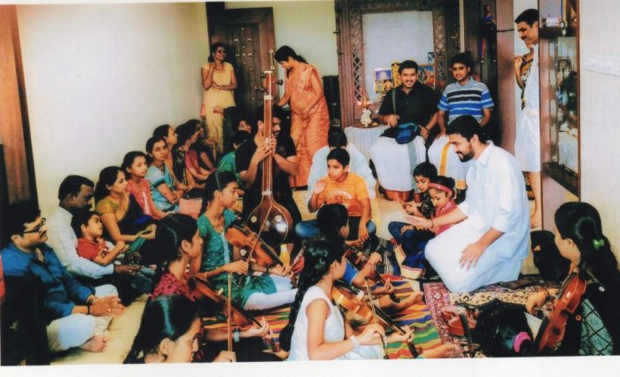 Music lovers participate in violin camp