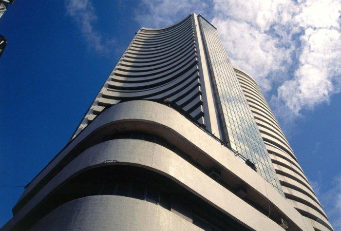 Stocks overcome hiccups, IT the bright spot