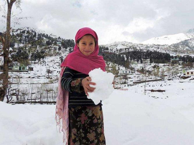 Night temperatures dip further in Kashmir