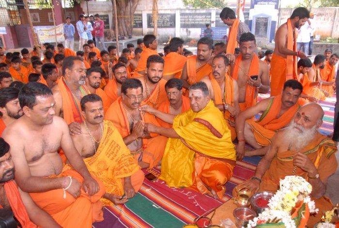 Devotees perform rituals for Datta Jayanti