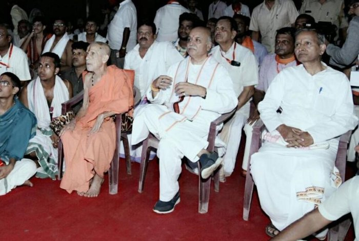 Photo of Togadia sitting cross-legged next to Pejawar seer goes viral