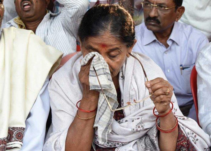 D K Ravi's mother demands re-investigation