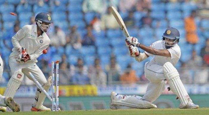 Indian bowlers restrict Sri Lanka