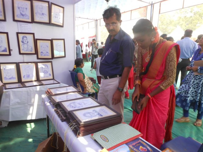 Govt school teacher popularise achievers from K'taka
