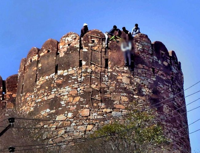 Man found hanging at Nahargarh Fort, anti-'Padmavati' messages found near body
