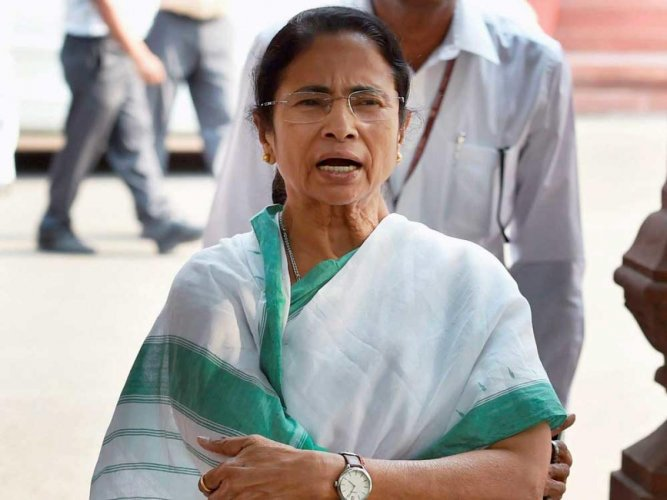 Mamata rolls out red carpet for 'Padmavati'