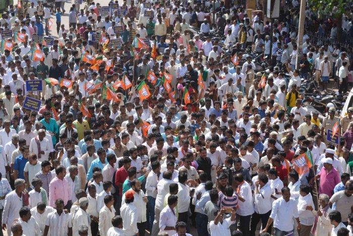 As BJP ups ante against Kulkarni, CM, Reddy defend 'tainted' minister
